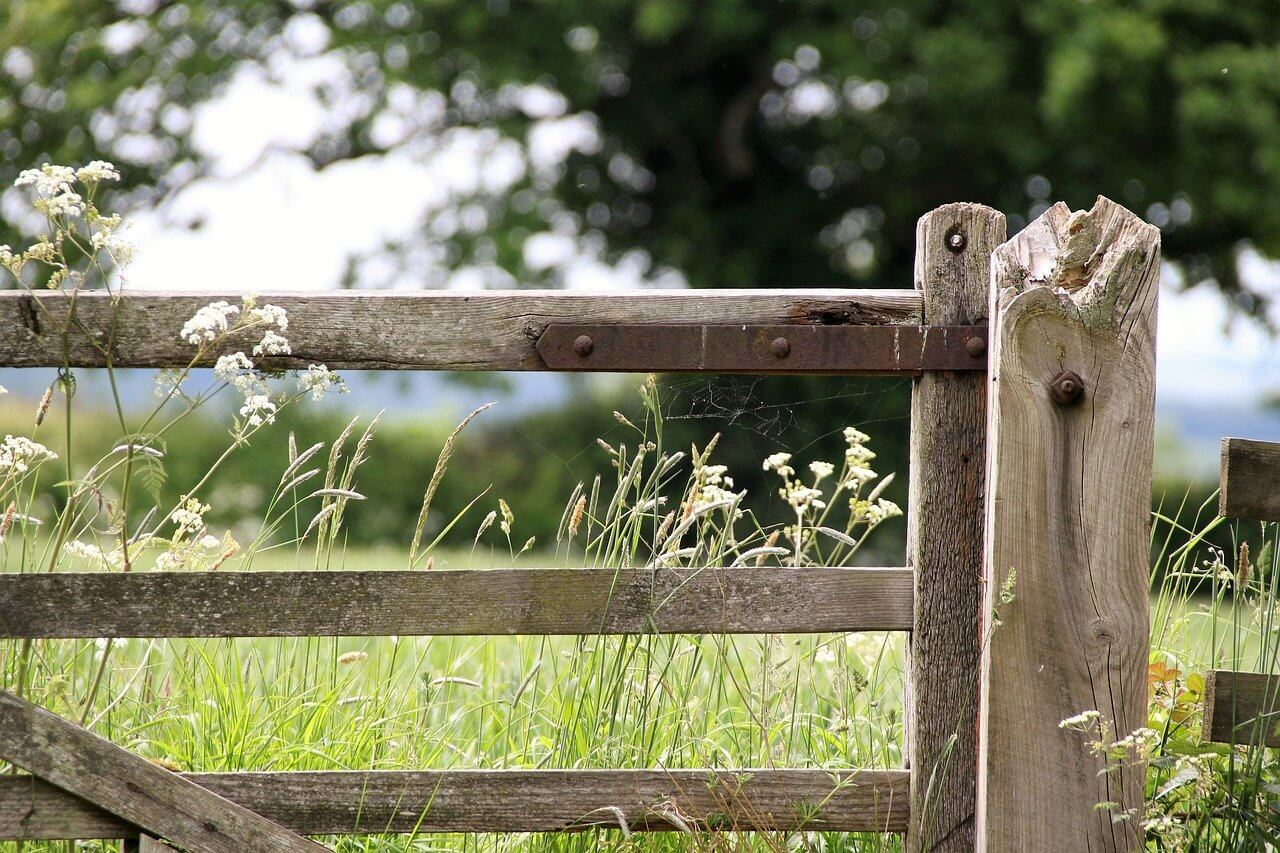 how to hang a farm gate on a slope